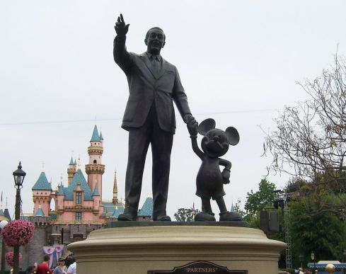 mr-walt-himself-and-mickey-las-vegas-united-states+1152_12740021237-tpfil02aw-12432.jpg