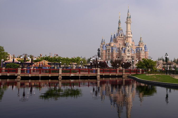 shanghai-disneyland-enchanted-storybook-castle