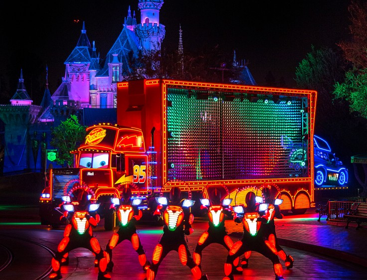 disneyland-paint-the-night-mack-truck.jpg