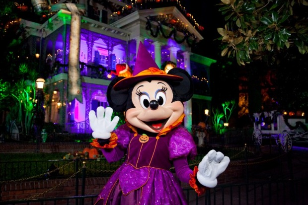 minnie-haunted-mansion-holiday-620x413
